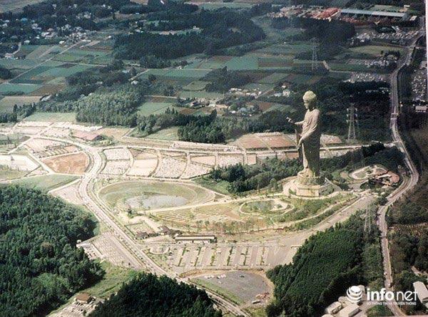 Chiêm bái tượng Phật bằng đồng lớn nhất thế giới ở Nhật Bản-4
