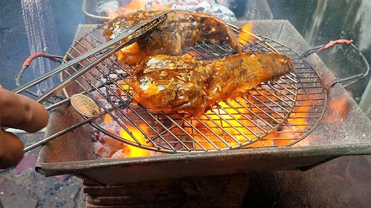 Độc, lạ cá mao ếch nướng muối ớt - 3