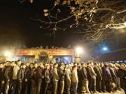 Ngàn người xếp hàng thông đêm xin ấn đền Trần