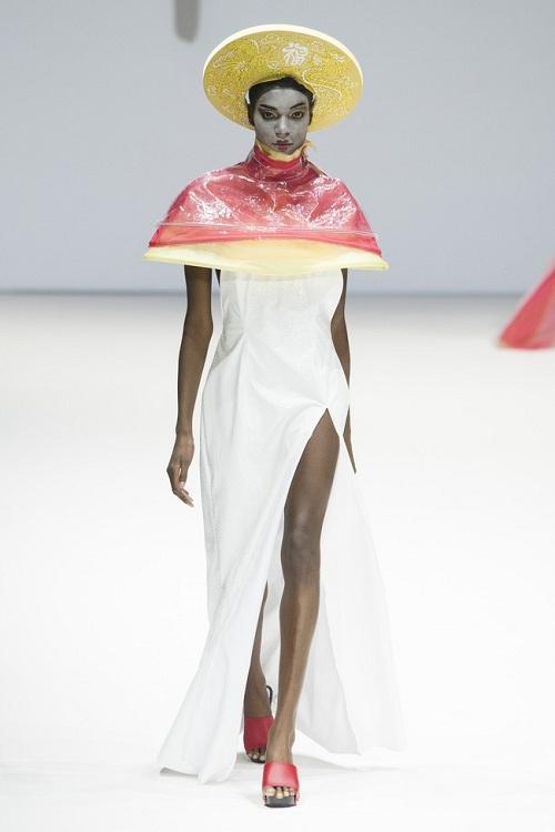 Nón quai thao Việt lên sàn thời trang quốc tế - 4