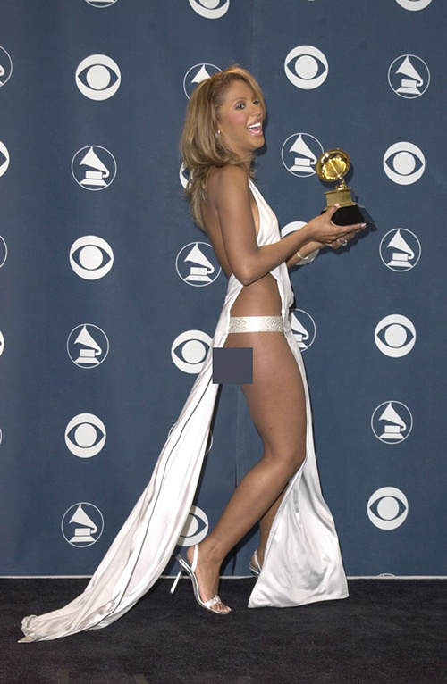 """""""Đỏ mặt"""" với những bộ đồ """"kiệm vải"""" nhất các mùa Grammy - 6"""