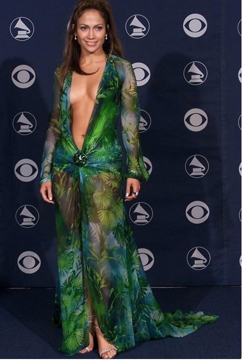 """""""Đỏ mặt"""" với những bộ đồ """"kiệm vải"""" nhất các mùa Grammy - 8"""