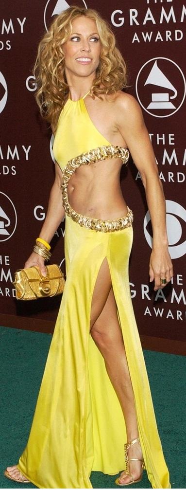 """""""Đỏ mặt"""" với những bộ đồ """"kiệm vải"""" nhất các mùa Grammy - 12"""