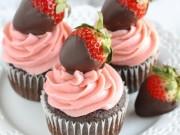 Ẩm thực - Mách chàng cách làm cupcake dâu tây phủ socola tặng người yêu