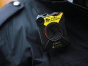 Giáo dục - du học - Giáo viên Anh được trang bị giống cảnh sát để quản lý HS