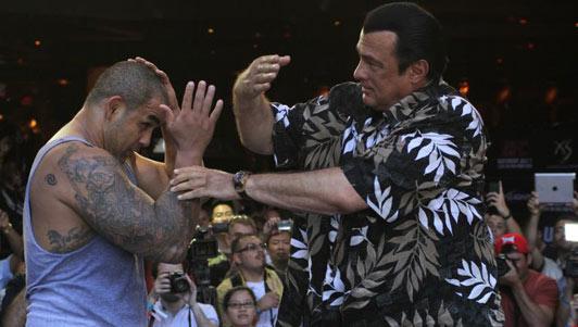 Sao võ thuật điện ảnh đánh bại 3 nhà vô địch UFC