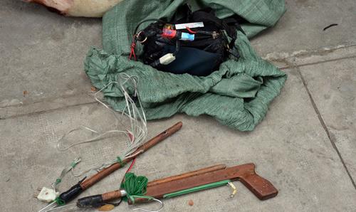 Bắn chết 5 con chó, đi trộm tiếp thì bị bắt giữ