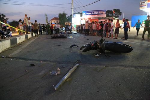 Xe khách gây tai nạn, mẹ bầu nguy kịch, 2 con nhỏ tử vong