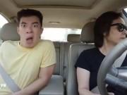 """Video Clip Cười - """"Thánh hát nhép"""" không thể ngồi yên khi đi ô tô cùng mẹ"""