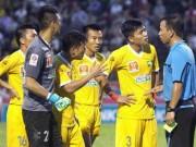 Bóng đá - SLNA & V-League: Ám ảnh sân Vinh và trọng tài