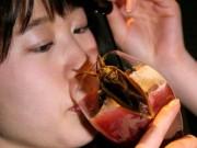 """Bạn trẻ - Cuộc sống - """"Ngã ngửa"""" với món ăn kỳ quặc nhất ngày 14/2 ở Nhật"""