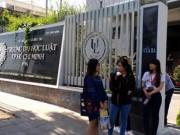 Giáo dục - du học - Hiệu trưởng nói không 'nặng tay' khi đình chỉ học nữ sinh mang giáo trình photo