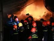 Tin tức trong ngày - HN: Cháy lớn thiêu rụi nghìn m2 nhà xưởng trong đêm Valentine