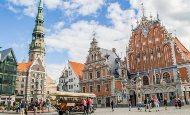 Là thành phố lớn nhất tại vùng Baltics, thủ đô Riga của Latvia là nơi giao thoa giữa Đông và Bắc Âu. Trong 800 năm qua, tất cả mọi người từ hiệp sĩ Đức, nhà vua Thụy Điển và các nhà chính trị Liên Xô đã từng đặt chân tới thành phố này.