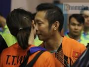 Thể thao - Tiến Minh hôn vợ yêu, hẹn hò muộn ngày Valentine
