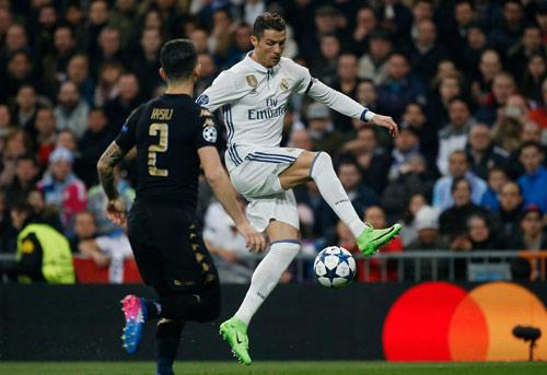 Góc chiến thuật Real – Napoli: CR7 biết hi sinh, Zidane tài tình