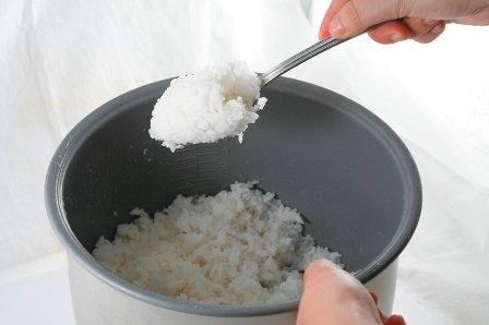 Những sai lầm chết người khi ăn cơm nhiều người mắc phải - 2