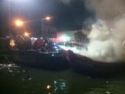 Quảng Ngãi: Tàu cá chuẩn bị ra khơi bị lửa thiêu rụi