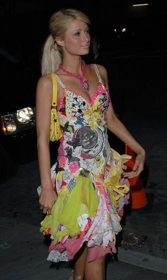"""Paris Hilton có lúc cũng diện những bộ cánh """"không xứng tầm"""" - 2"""
