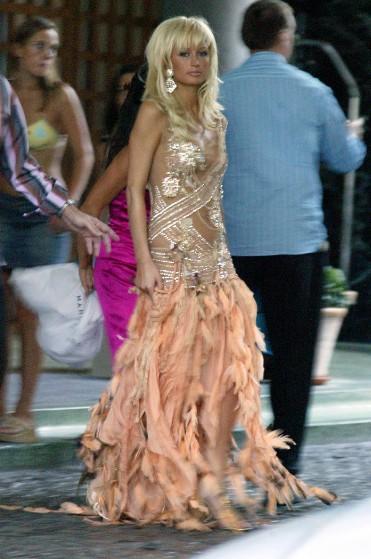 """Paris Hilton có lúc cũng diện những bộ cánh """"không xứng tầm"""" - 4"""