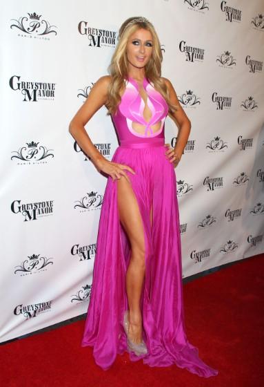 """Paris Hilton có lúc cũng diện những bộ cánh """"không xứng tầm"""" - 10"""