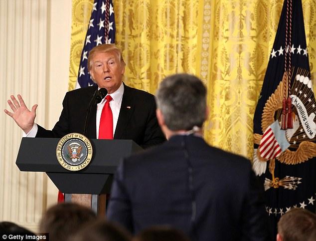 Trump họp báo, nổi giận vì thừa thưởng một mớ hỗn độn - ảnh 2