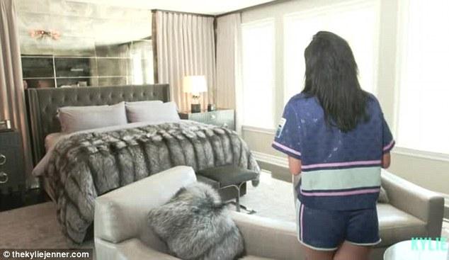 Phòng ngủ từ xa hoa tới giản dị bất ngờ của 3 cô nàng nổi tiếng Hollywood - ảnh 5