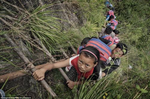 Thót tim ở ngôi làng hẻo lánh cheo leo trên vách núi - 4