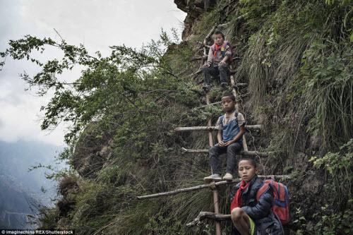 Thót tim ở ngôi làng hẻo lánh cheo leo trên vách núi - 6