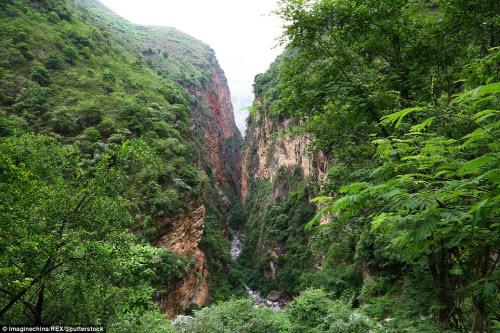 Thót tim ở ngôi làng hẻo lánh cheo leo trên vách núi - 9