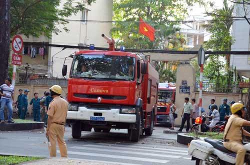 Nhà xe KTX Đại học Y Dược TP.HCM phát hỏa, sinh viên hoảng hồn - 4