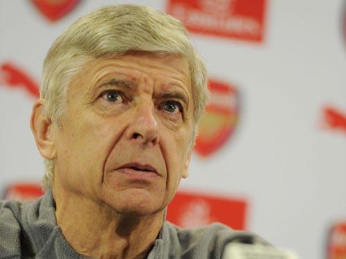 """Tương lai Wenger: Arsenal níu giữ, """"Giáo sư"""" tự ái"""
