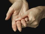 Tin tức sức khỏe - Cách chữa cứng khớp ngón tay buổi sáng hiệu quả từ dược liệu Việt Nam