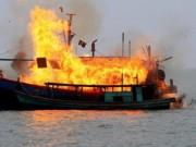 Tin tức trong ngày - Nổ tàu cá, 12 người bị thương, một người mất tích