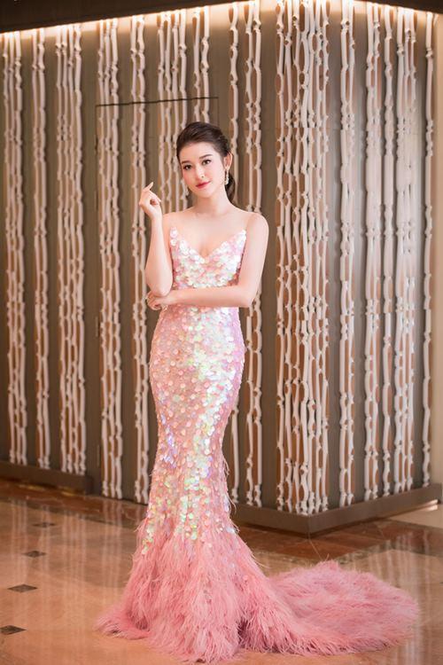 Huyền My - Khánh My mặc trùng sequin, ai sexy hơn?