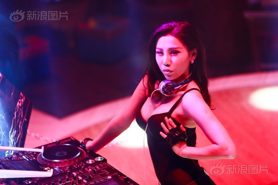 Nữ DJ bốc lửa hé lộ 7 năm làm ở quán bar đầy cám dỗ - 3
