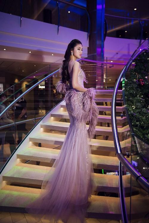 Mỹ Linh, Thanh Tú đẹp tựa nữ thần với váy đầm lộng lẫy - 2