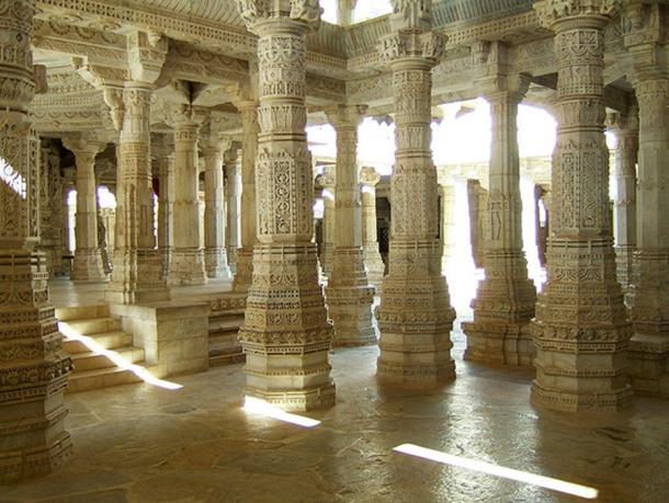 Ngôi đền với 1444 cột đá trang trí khác nhau xây dựng trong 50 năm - 2