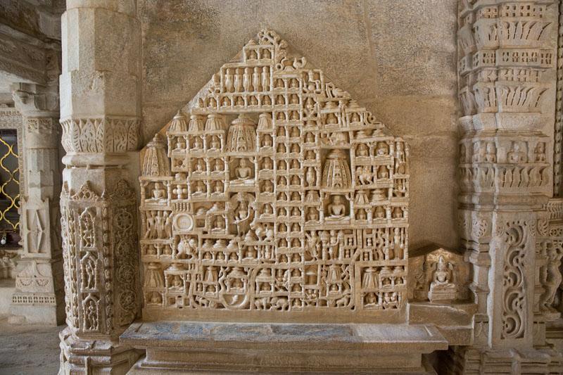 Ngôi đền với 1444 cột đá trang trí khác nhau xây dựng trong 50 năm - 7