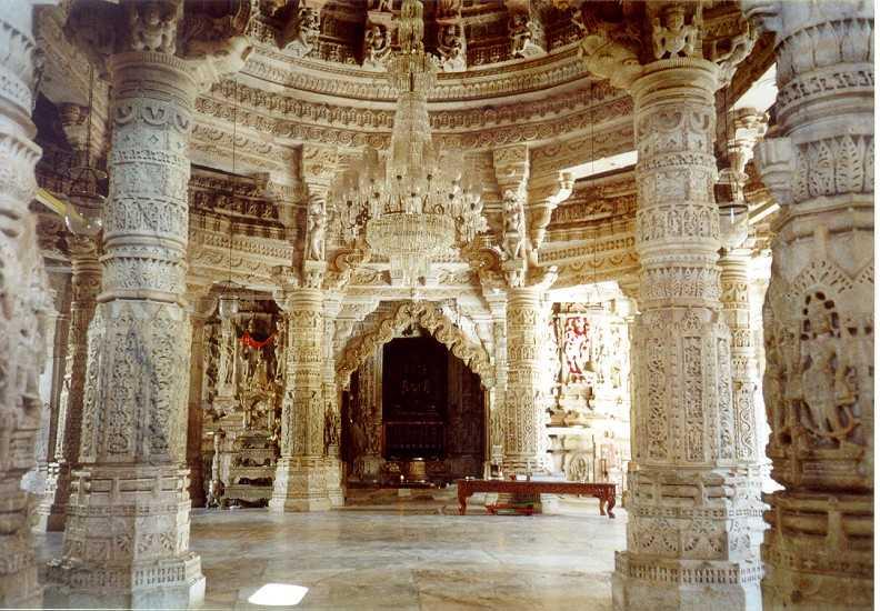 Ngôi đền với 1444 cột đá trang trí khác nhau xây dựng trong 50 năm - 8