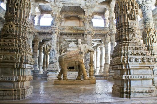 Ngôi đền với 1444 cột đá trang trí khác nhau xây dựng trong 50 năm - 9