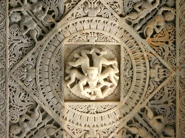 Ngôi đền với 1444 cột đá trang trí khác nhau xây dựng trong 50 năm - 11