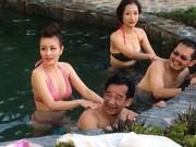 """Ca nhạc - MTV - Gái trẻ bốc lửa tắm cho """"đại gia chân đất"""" Quang Tèo là ai?"""