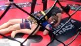 """MMA: Võ sĩ bất tỉnh cận kề """"thần chết"""" vì trọng tài"""