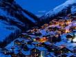 Ngôi làng thần tiên ẩn mình trên đỉnh núi tuyết trắng xóa