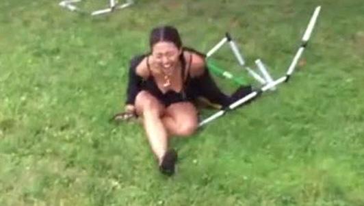 """Clip hài: """"Vượt rào"""" không phải là chuyện dễ dàng"""
