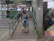 Clip hài: Hoảng hốt khi bị troll trong siêu thị