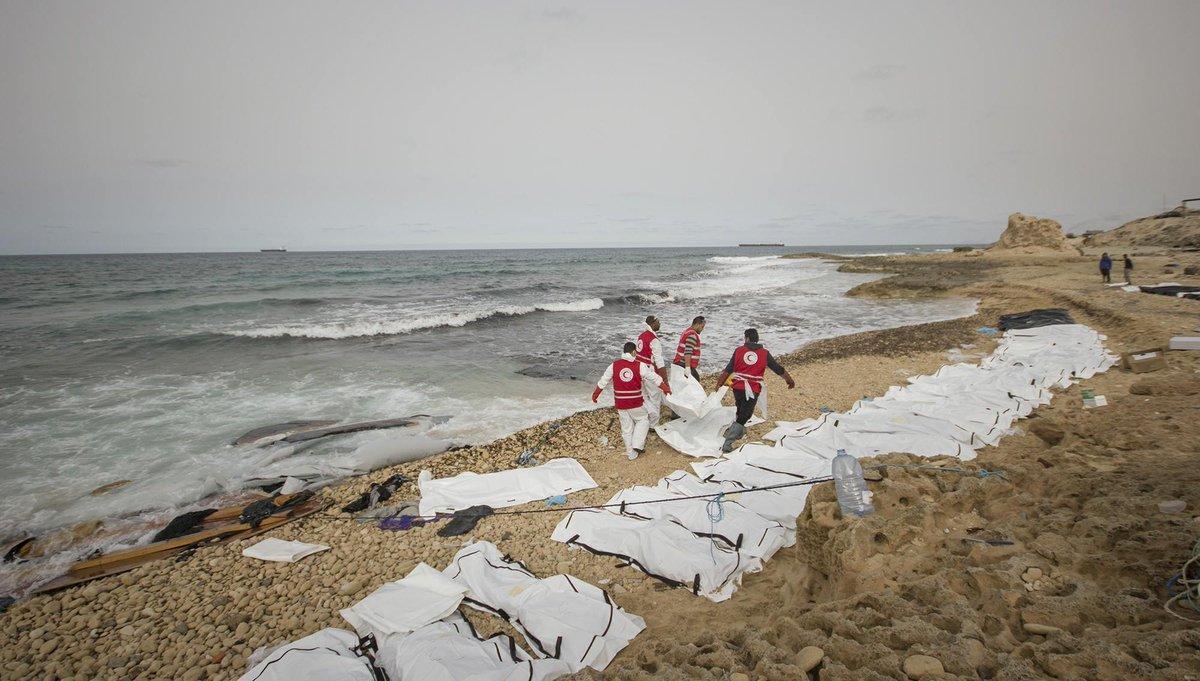 Xác 74 người bí ẩn dạt bờ biển Libya - 1