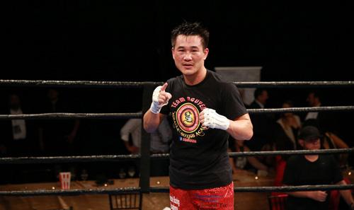 """Boxing: Võ sĩ gốc Việt đo ván """"Đông phương bất bại"""" Mỹ"""