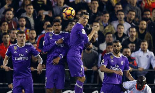 Valencia - Real Madrid: 2 đòn phủ đầu choáng váng - 1